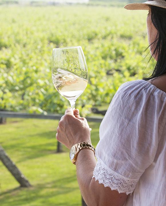 spanish-white-wine-crdt-xurxo-lobato--vertical-for-crdo-rías-baixas