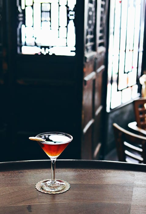 Pretty cocktails like the Carroll Gardens have us craving a trip to Sun Liquor in Seattle. | Follow them at @sunliquor.